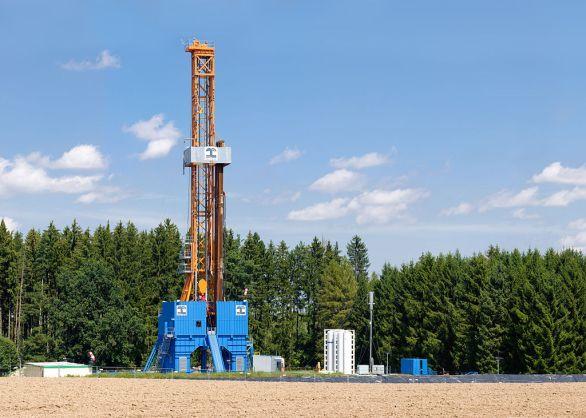 Oil rig. (Photo: Richard Bartz/Wikimedia Commons)